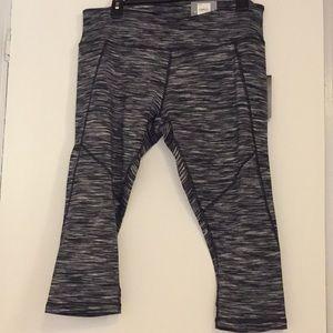 TEK Gear XL petit capris exercise pants